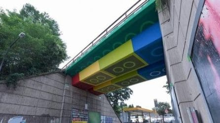 Il ponte che sembra un giocattolo fatto con le costruzioni