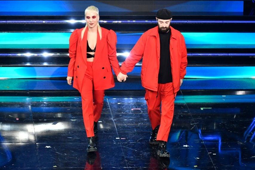 Look coordinati in total red per il duo