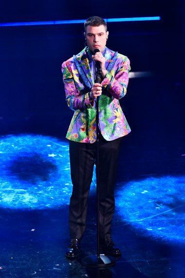 Giacca a stampa su pantaloni black per il cantante