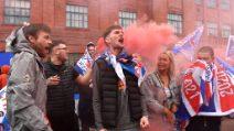 I tifosi dei Rangers fanno festa per la vittoria del 55° titolo in Scozia