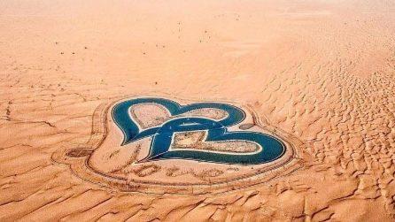 I laghi intrecciati a forma di cuore nel deserto di Dubai sono il massimo del romanticismo