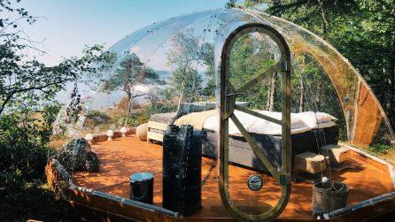 Questo igloo di vetro sul fiordo norvegese offre un'esperienza di glamping unica