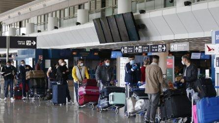 Pasqua 2021 in zona rossa, aeroporti pieni di chi va in vacanza all'estero