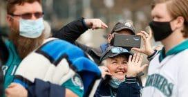 Usa, le immagini del ritorno dei tifosi negli stadi per il baseball