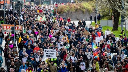 """Germania, manifestazione dell'iniziativa """"Querdenken"""" a Stoccarda"""