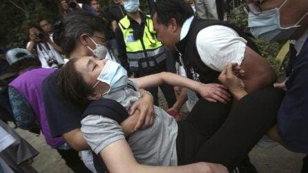 Treno deraglia a Taiwan, il dolore dei familiari delle vittime