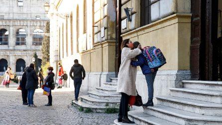 Roma, la riapertura delle scuole: studenti entrano a scaglioni