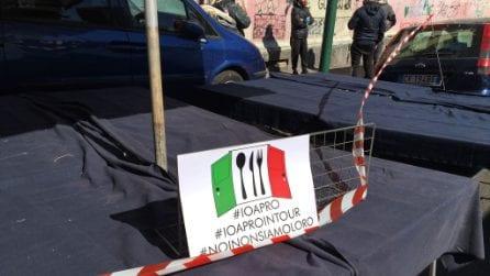 Crisi Covid Napoli, la protesta degli ambulanti del mercato di Antignano