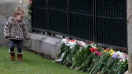 Londra rende omaggio al principe Filippo aBuckingham Palace