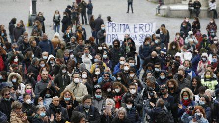Roma, medici e infermieri no vax in Piazza del Popolo contro il vaccino obbligatorio