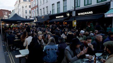 Regno Unito: riaprono negozi, ristoranti, pub e parrucchieri