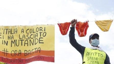 Roma, manifestazione al Circo Massimo dei commercianti