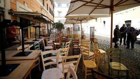 Roma, ristoranti a Trastevere preparano le strutture esterne in vista delle riaperture