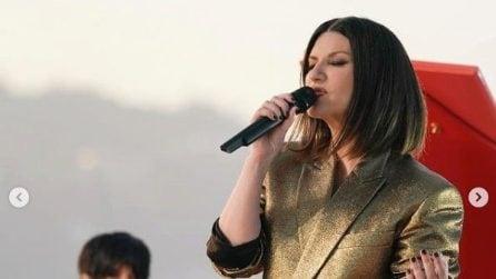 Laura Pausini canta Io Sì alla notte degli Oscar sulla terrazza dell'Academy Museum di Los Angeles