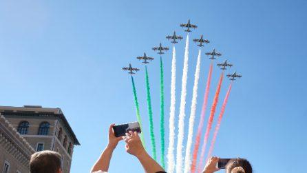 Le Frecce Tricolori nei cieli di Roma il giorno della Festa della Liberazione