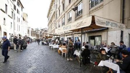 Coronavirus, Roma: pranzo all'aperto dopo la riapertura dei ristoranti