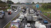 Roma, Raccordo anulare bloccato per ore dagli ambulanti: la protesta si sposta in centro