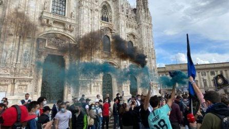 Scudetto Inter, assembramenti di tifosi nerazzurri in Piazza Duomo