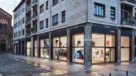 Le foto del negozio Supreme a Milano