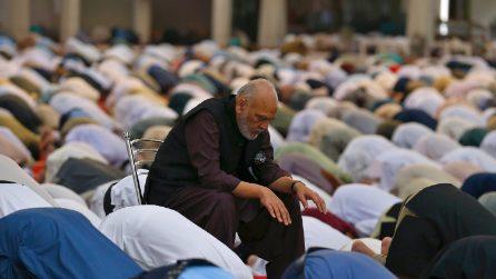 Fedeli in preghiera nel secondo Ramadan dell'era covid
