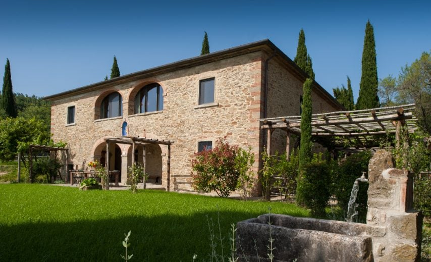 Si trova ad Arezzo, in Toscana, e può ospitare fino a 12 ospiti. Link all'alloggio: www.airbnb.com/rooms/28493629