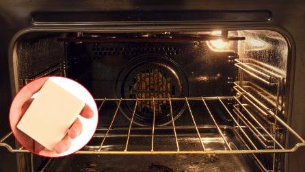 Come pulire e sgrassare il forno con una saponetta