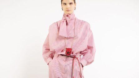 Gli abiti e gli accessori rosa must have per l'estate 2021