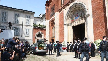 I funerali di Carla Fracci, l'ultimo saluto nella sua Milano
