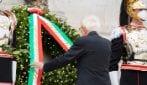 Festa della Repubblica, Sergio Mattarella depone una corona d'alloro all'Altare della Patria