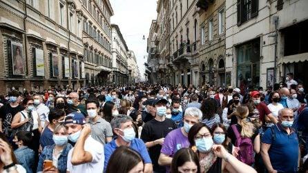 Festa della Repubblica, le strade di Roma affollatissime per il 2 giugno