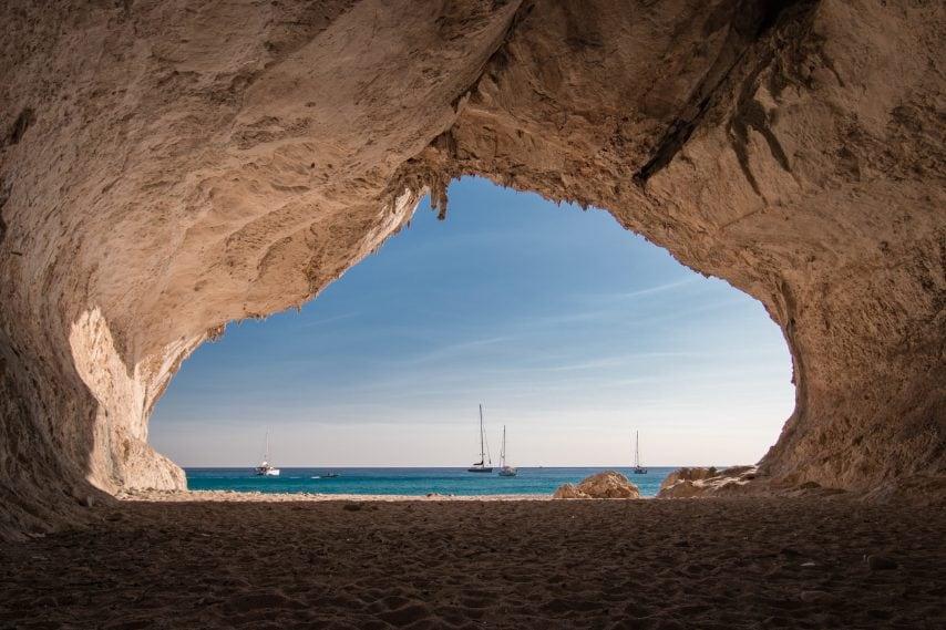 All'interno di una grotta presso la spiaggia di Cala Luna, in provincia di Nuoro