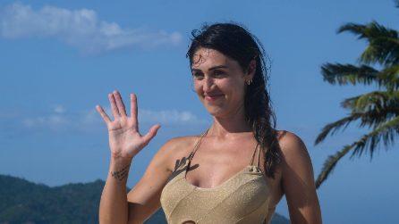 Cecilia Rodriguez a L'isola, il costume cut-out è il più trendy dell'estate