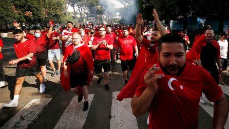 Europei, Turchia-Italia: l'arrivo dei tifosi turchi allo stadio Olimpico