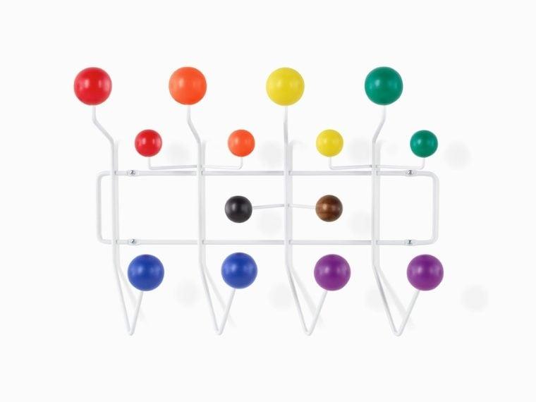 In occasione del Pride Month 2021 Herman Miller ha lanciato la versione arcobaleno degli iconici Eames Hang-II, l'attaccapanni, progettato da Charles e Ray Eames, fatto di palline colorate che emergono dalla parete Gli Eames Pride Hang-It-All fanno una dichiarazione audace sull'uguaglianza LGBTQ+ nelle case di tutti e nei luoghi di lavoro.