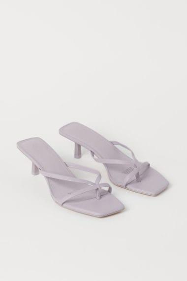 sandali infradito con il tacco basso e la punta quadrata color lilla
