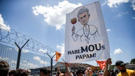 """""""HabeMOUs Papam"""", l'accoglieza dei tifosi della Roma a Josè Mourinho"""
