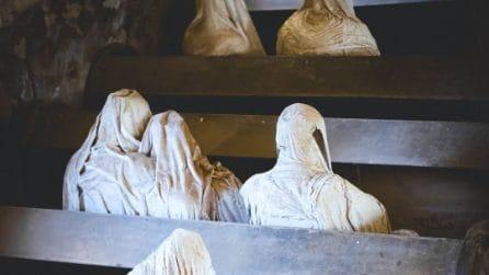 Questa chiesa mette i brividi: tra i banchi ci sono statue di fantasmi