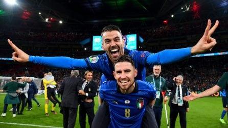 Euro 2020, l'Italia vince gli Europei: festa grande tra i giocatori a Wembley