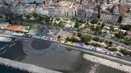 Sul Lungomare di via Caracciolo disegnato un mega-murale di 3 chilometri quadrati