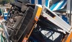 Capri, autobus di linea precipita in scarpata: le foto dei soccorsi