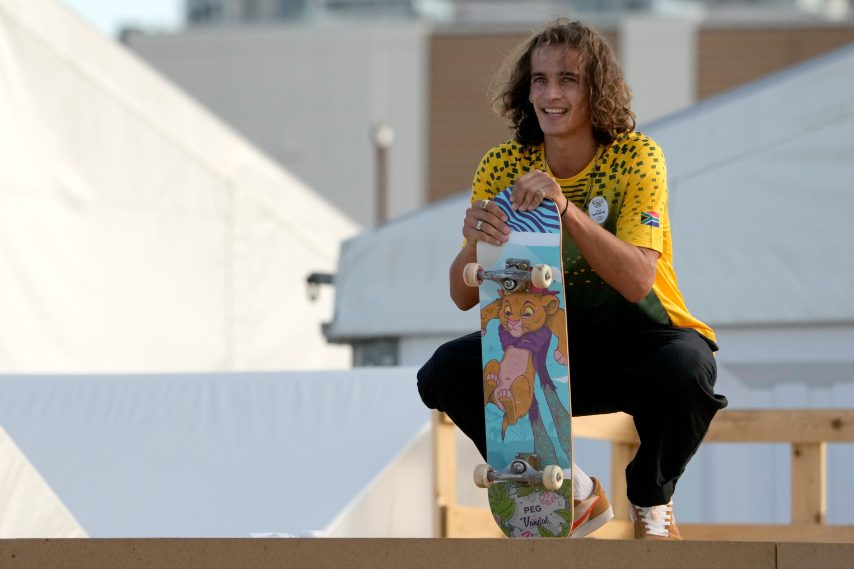 Brandon Valjalo con Simba sullo skate