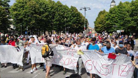 Voghera, migliaia di persone in piazza al corteo per il 39enne ucciso dall'assessore