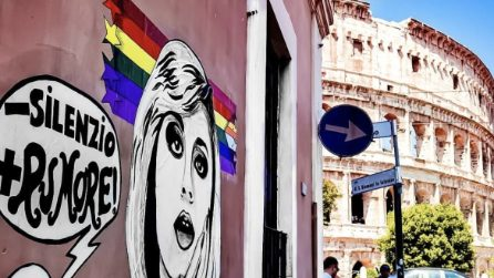 Roma, a due passi dal Colosseo il murale dedicato a Raffaella Carrà
