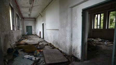 Bombole, materassi e rifiuti: messa in sicurezza l'ex scuola di via Zama a Milano