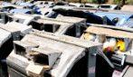 Roma, deposito dei cassonetti a Primavalle vicino alle case: alcuni sono pieni di rifiuti