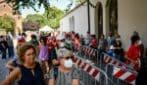 Camera ardente Gino Strada, lunga coda per l'ultimo omaggio