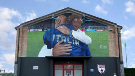 L'abbraccio tra Vialli e Mancini diventa un murales