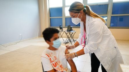 Profughi afghani: somministrate 36 dosi di vaccino Pfizer