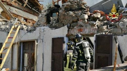 Massa Carrara, esplode abitazione di due piani: le prime immagini