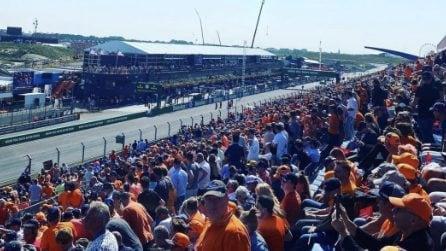 Formula 1, la marea arancione durante il Gp d'Olanda spinge l'idolo Max Verstappen